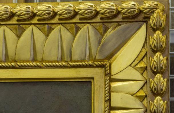 Специалисты воссоздадут рамы для живописных полотен вАлександровском дворце
