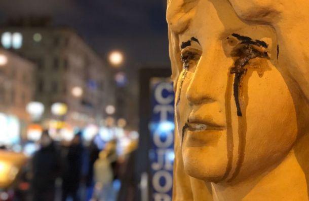 Вандалы заставили плакать русалок надоме Николаевых