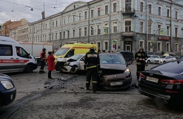Двое пострадали ваварии стакси вцентре Петербурга