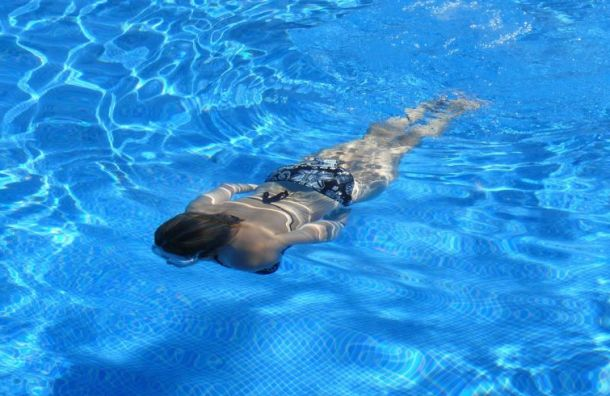 Женщинам запретили посещать самый большой наКавказе бассейн