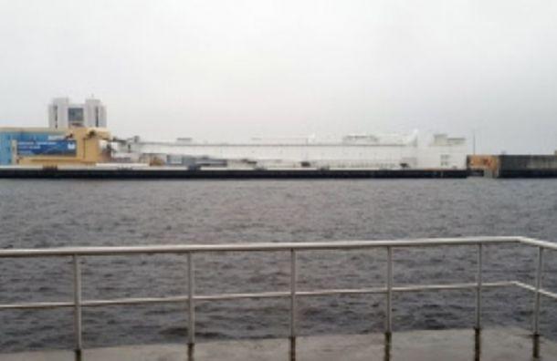 Угрозы наводнения нет: дамбу в Петербурге открыли