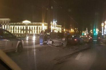 НаТроицком мосту произошло серьезное ДТП спострадавшей