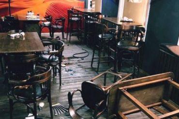 Петербуржец разгромил кафе иугрожал посетителям мечом