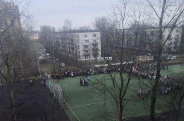 Из-за лжеминеров вПетербурге эвакуировали более 40 тысяч человек