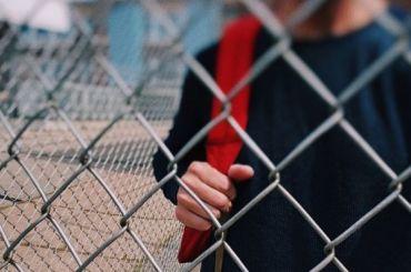 Петербургская школа выплатит 40 тысяч рублей девочке, избитой одноклассником