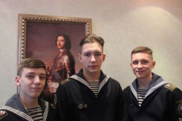 Петербургские курсанты вытащили изледяной реки двух человек исобаку