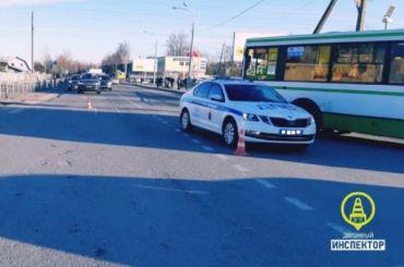 Машина полиции сбила женщину наНоводеревенской улице