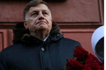 Макаров вспомнил, как онзастеклил балкон в80-х годах