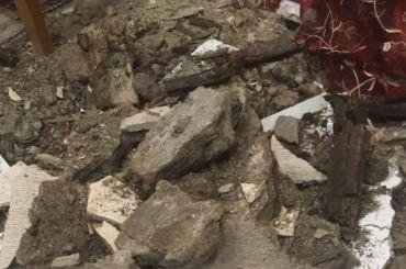 Потолок упал наспящего ребенка наПетроградской стороне