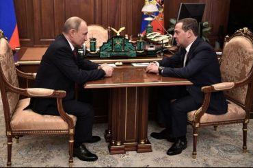 Путин попросил Медведева остаться доформирования нового правительства
