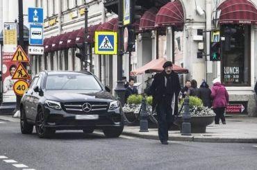 Петербуржцы вновь пожаловались наБоярского запарковку натротуаре