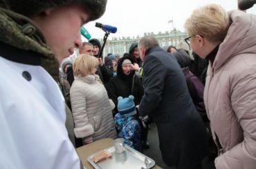 Ложечку загубернатора: Беглов накормил петербуржцев кашей
