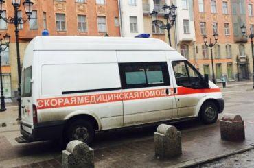 Девочка выпала изокна вПетербурге после конфликта сродителями