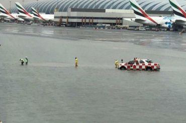 Рейсы вДубай задерживаются из-за потопа ваэропорту