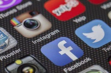 Роскомнадзор возбудил производство против Facebook иTwitter