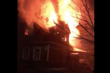 Огненно отпраздновали: вПетербурге вновогоднюю ночь горят квартиры идома