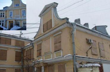 НаПетровском снесли старинное здание сволютами