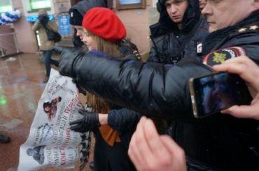 Петербуржцы вышли нанародный сход против Конституционного переворота