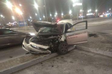 Ночь незадалась: два таксиста столкнулись наДыбенко