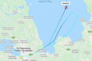 Самолет изПетербурга вМурманск сделал круг над Ладогой
