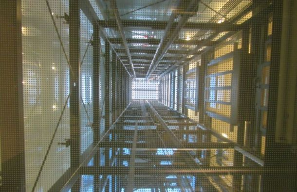 Жильцам первых этажей объяснили, почему они платят заобслуживание лифтов