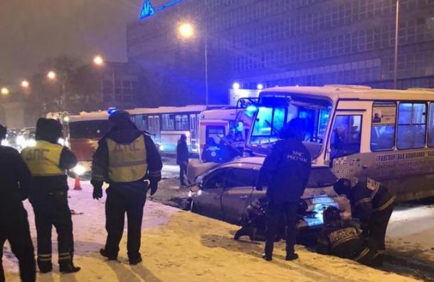 Один человек погиб ипятеро пострадали вДТП наСвердловской набережной