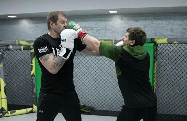 Емельяненко опубликовал фото, где его бьет Кадыров
