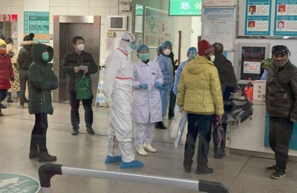 Откоронавируса вКитае скончались почти 1400 человек