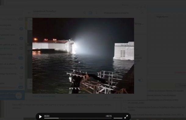 Из-за угрозы наводнения закрывают дамбу Петербурга