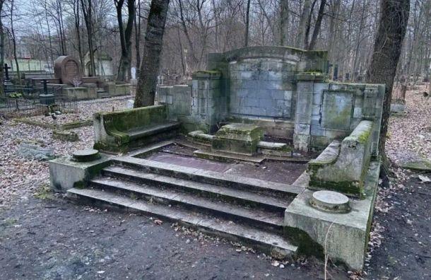 Краеведы очислили могилу Курта Зигеля наСмоленском лютеранском кладбище