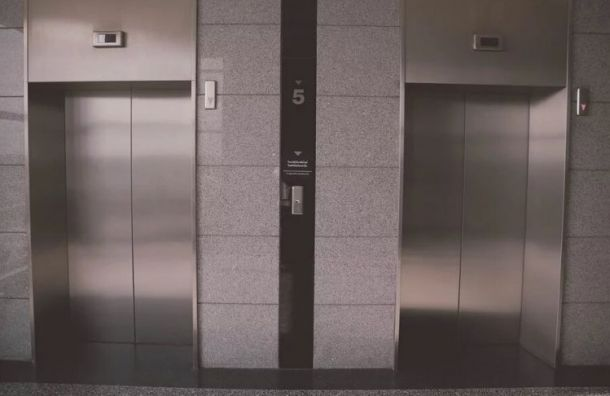 Фонд капремонта втечение года заменит более тысячи лифтов