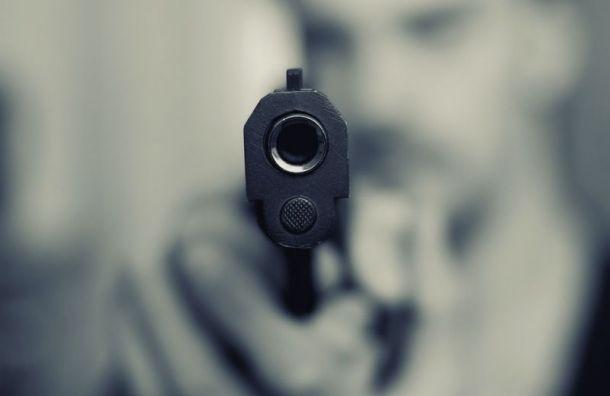«Пистолет увиска»: дорожный конфликт перерос вдемонстрацию оружия