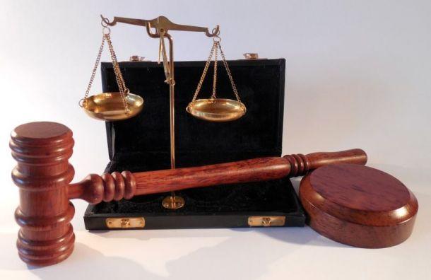 Суд отправил вколонию экс-подполковникаСК иего пособника завзятку