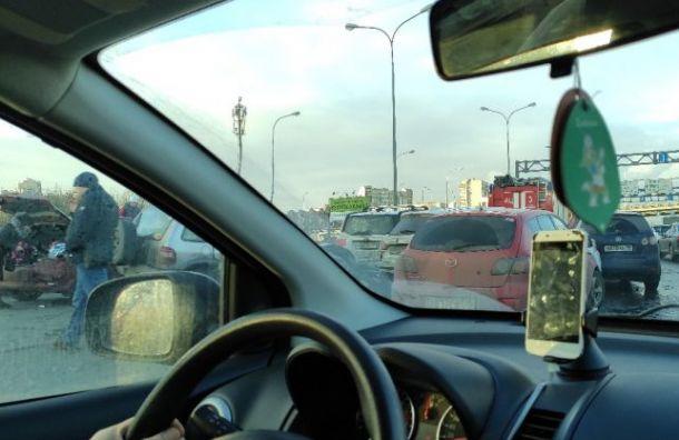 Авария наВитебском проспекте собрала пробку отКАДа доОрджоникидзе