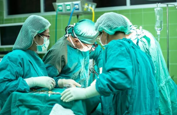 Врачи удалили упетербурженки изгруди гигантскую опухоль весом 6,5кг