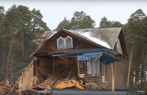 Деревянный дом культуры снесли вЛенобласти