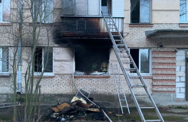 Пожарные почти час тушили квартиру вПонтонном