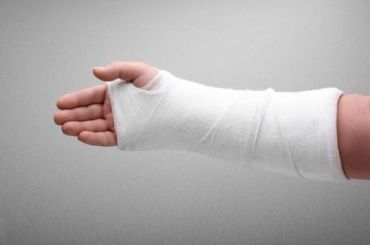 Петербурженка ценой сломанной руки сохранила миллион вбитве сграбителями