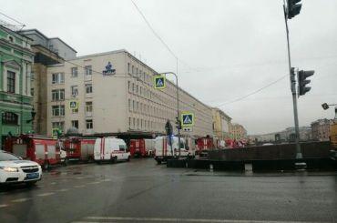 Изгорящего бизнес-центра «Лениздат» спасли пять человек
