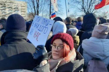 «Герои неумирают»: 3 тысячи человек пришли намарш Немцова вПетербурге