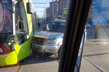 «Чижик» столкнулся сполицейской машиной напроспекте Косыгина