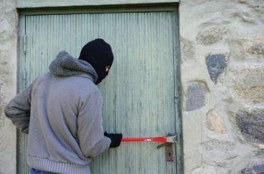 Упенсионера изКронштадта похитили икону заполмиллиона рублей