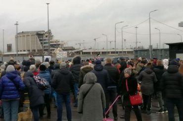 Петербуржцы вышли намитинг взащиту обрушившегося СКК