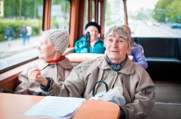 Фонд «Долго исчастливо» собирает подарки для пожилых петербуржцев