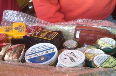 ЗакС окончательно утвердил закон озапрете продажи снюсов несовершеннолетним