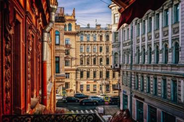 Почти 40% фасадов нежилых зданий содержатся вПетербурге снарушениями