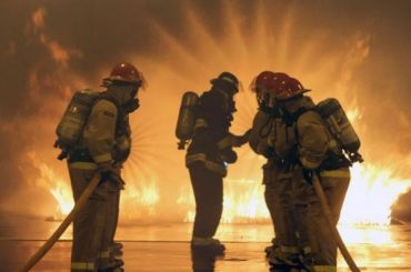 Изгорящего дома наБудапештской эвакуировали 70 человек
