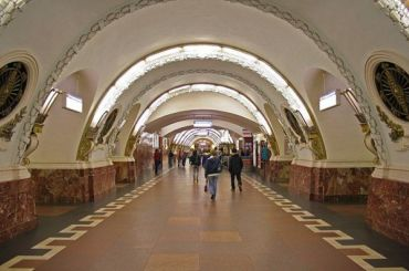 Неисправный состав приостановил движение по«красной» ветке метро