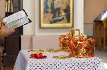 РПЦ предлагает признать венчание официальным браком