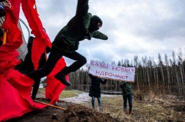 Феминистки устроили вПетербурге акцию коДню защитника Отечества